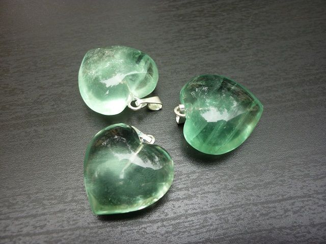 Fluorit zelený přívěsek srdce