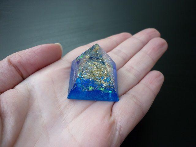 Orgonit pyramida 30 mm modrá