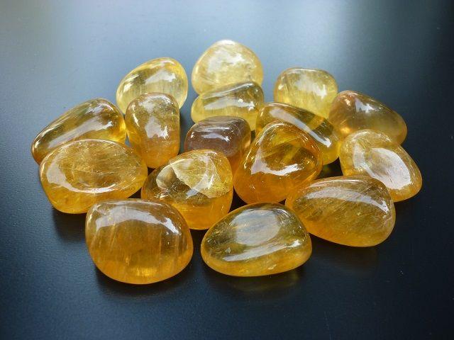 Fluorit žlutý kámen vel. L
