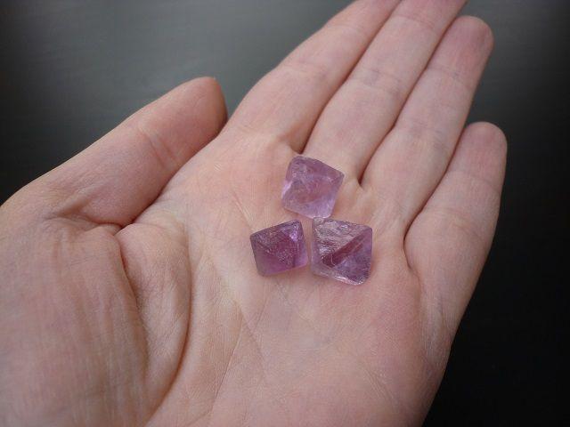 Fluorit krystal fialový 3ks