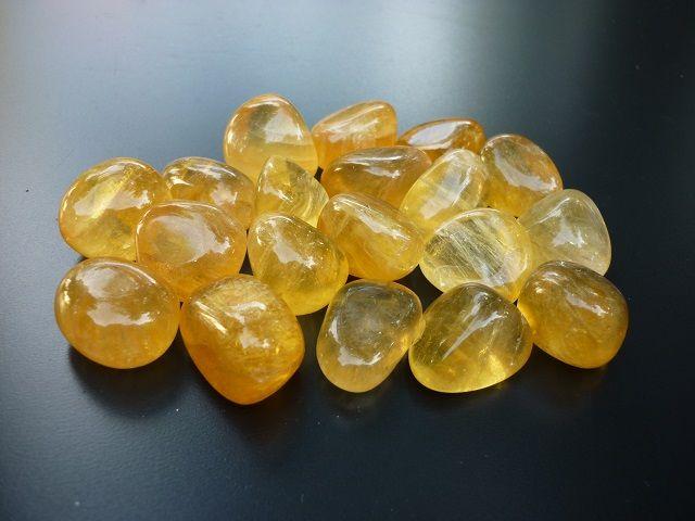 Fluorit žlutý kámen vel. M